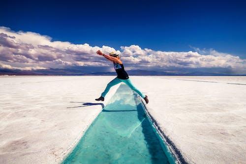 Kostnadsfri bild av fritid, hoppa, hoppning, kvinna
