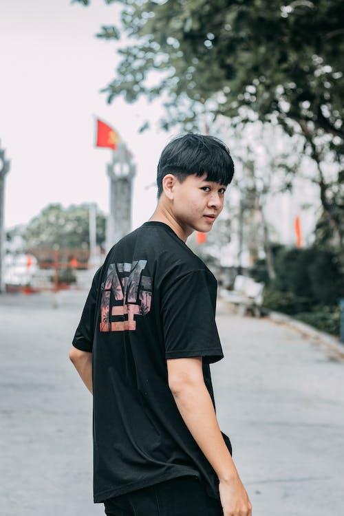 Man in Black Crew Neck T-shirt Standing on Street