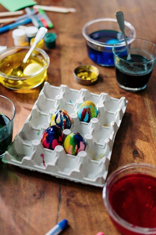 Easter Eggs on Palette Tray
