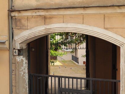 Δωρεάν στοκ φωτογραφιών με είσοδος κτιρίου, παλιά πόλη, πόρτα