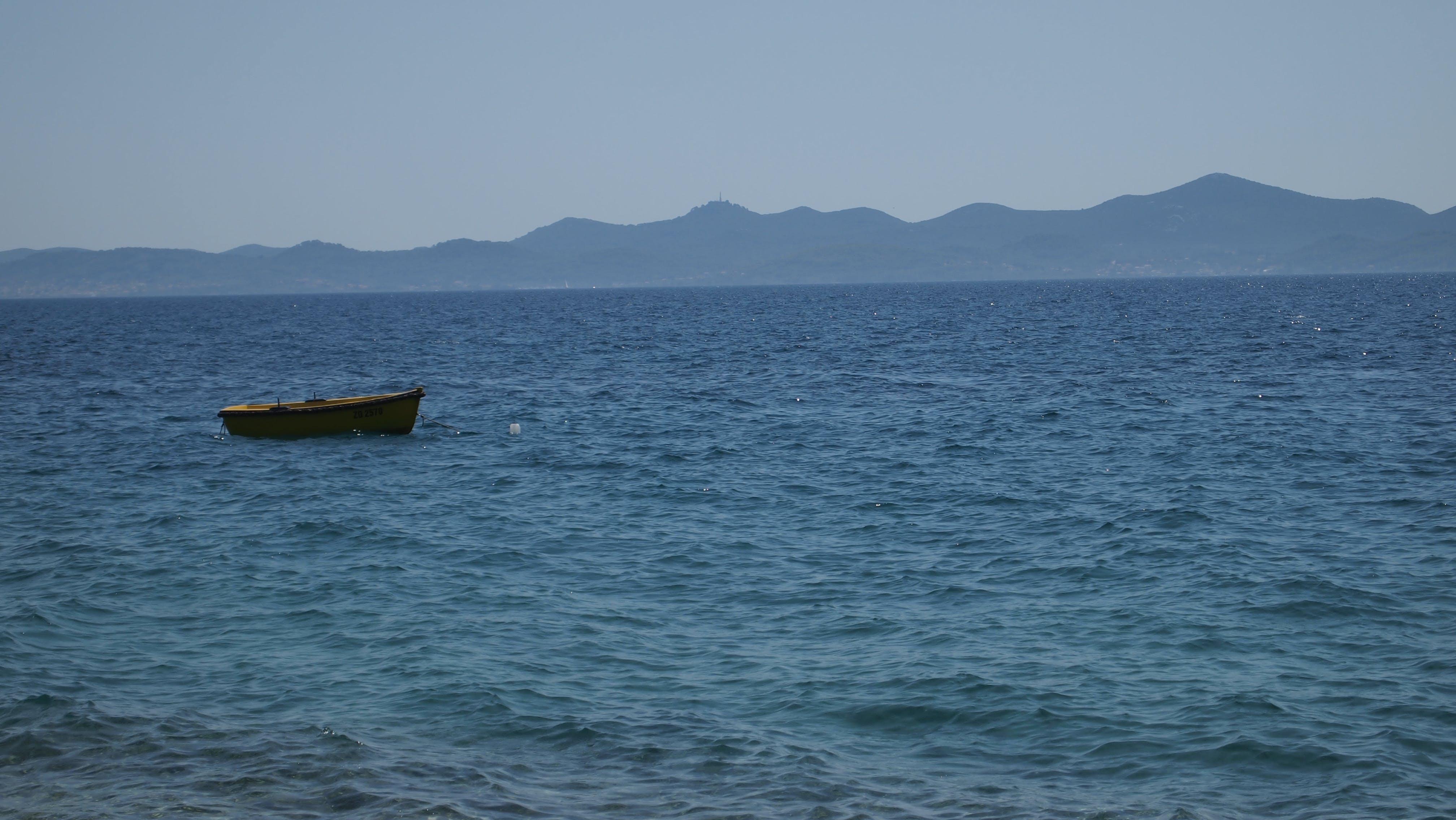 คลังภาพถ่ายฟรี ของ ทะเล, ภูเขาชายฝั่ง, สีน้ำเงิน, เรือ