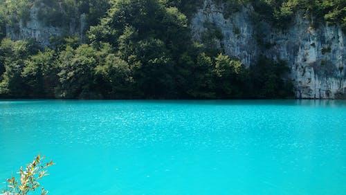 Бесплатное стоковое фото с голубой, плитвия ка езера, скалы