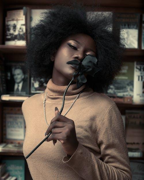 Ingyenes stockfotó afro, álló kép, fekete nő, függőleges kép témában