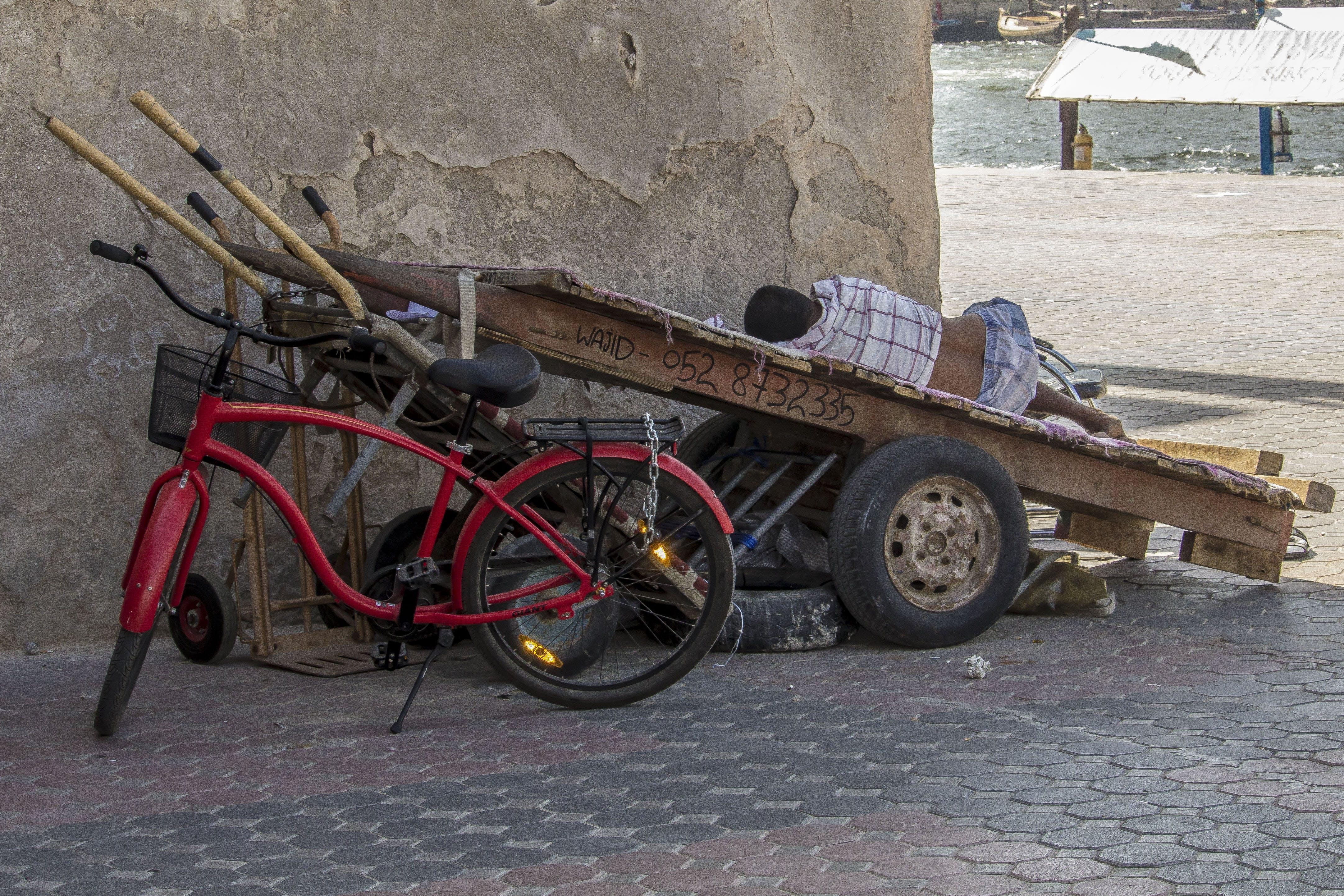 Kostenloses Stock Foto zu bicicletta, carro, dubai, emirates