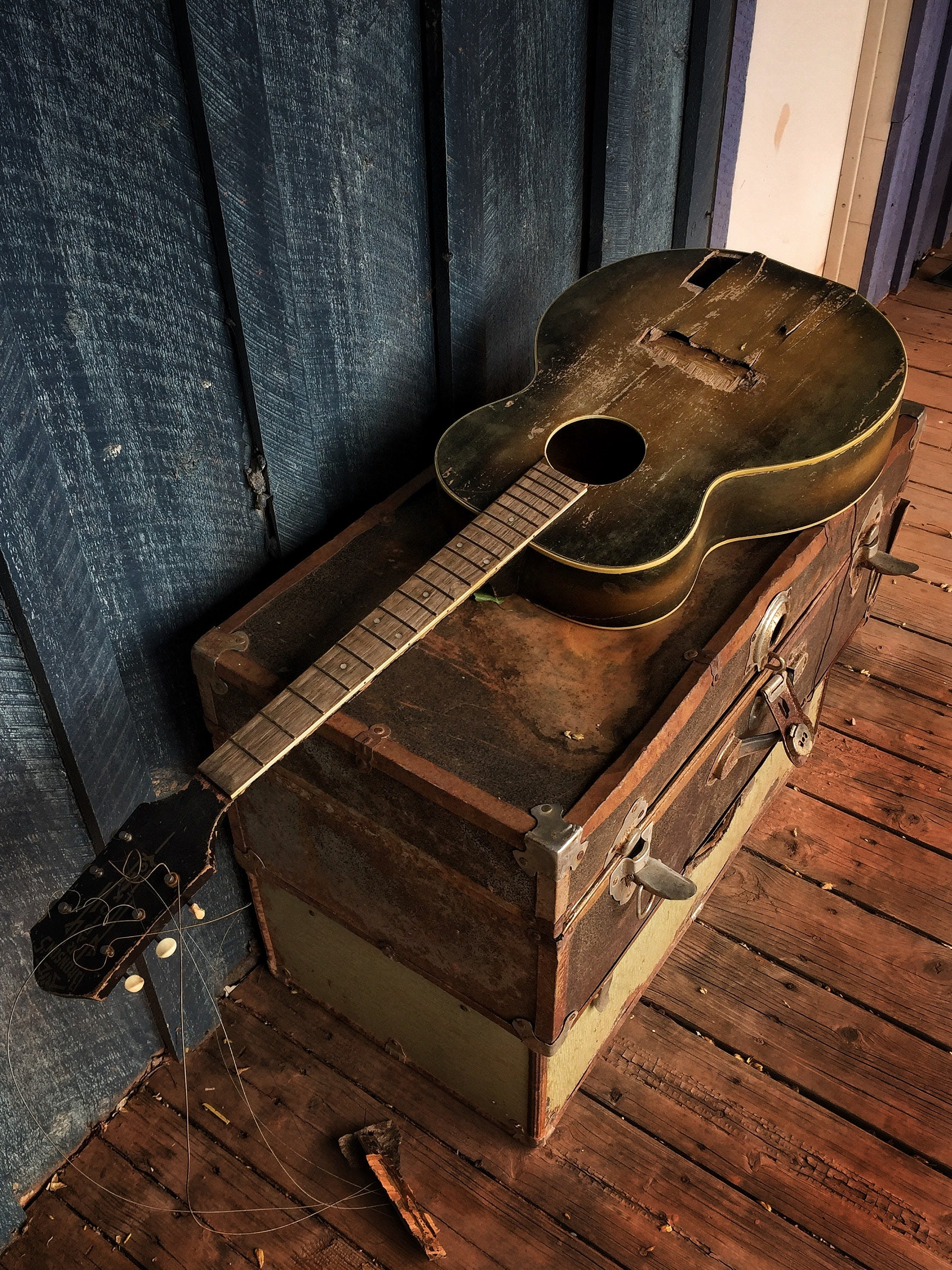 Kostenloses Stock Foto zu blau, fall, geist, gitarre