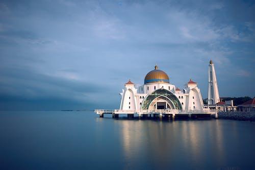 Immagine gratuita di acqua, alba, architettura, cielo