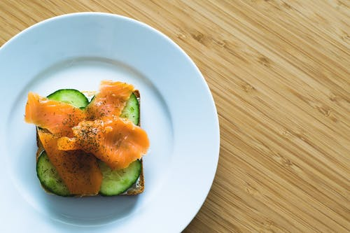 Gratis arkivbilde med agurk, brød, fugleperspektiv, gourmet