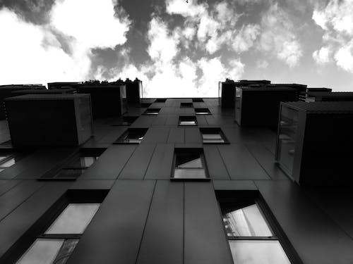 Ingyenes stockfotó ablakok, alacsony szögű felvétel, ég, építészet témában
