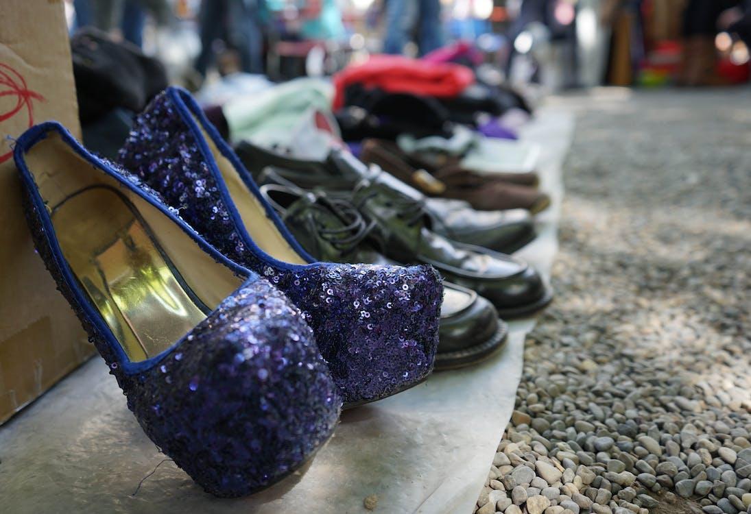 ตลาดนัด, ย้อนยุค, รองเท้าสตรี