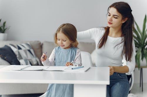 Kostenloses Stock Foto zu babysitten, bezaubernd, bindung