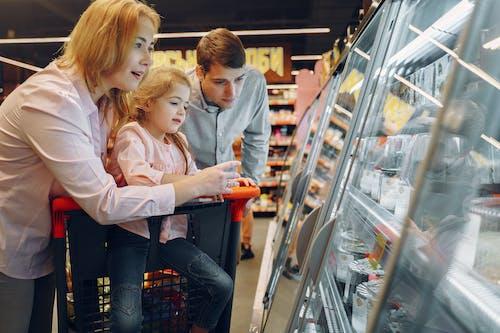 Základová fotografie zdarma na téma akcie, dcera, dítě, dívání