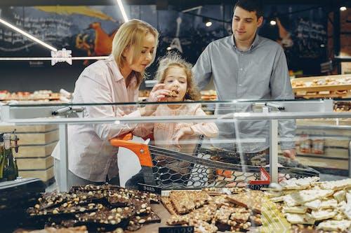 Ingyenes stockfotó anya, apa, árukészlet, beltéri témában