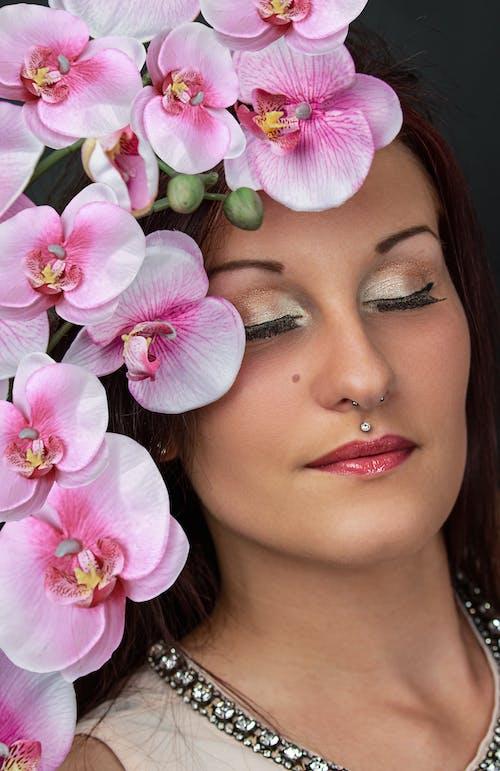 Imagine de stoc gratuită din buze roșii, caucazian, cu ochii inchisi