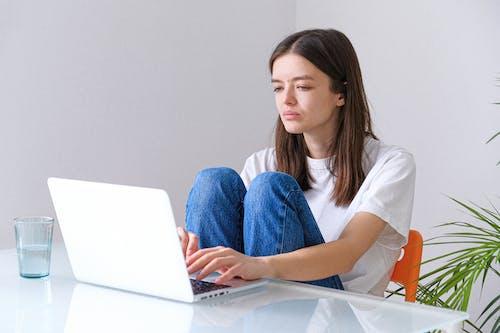 Photos gratuites de adulte, bureau à domicile, chez-soi, concentration