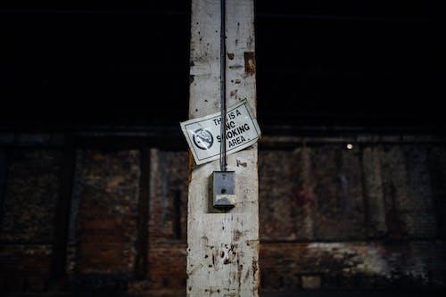 Imagine de stoc gratuită din abandonat, abraziv, aceasta este o zonă pentru fumători