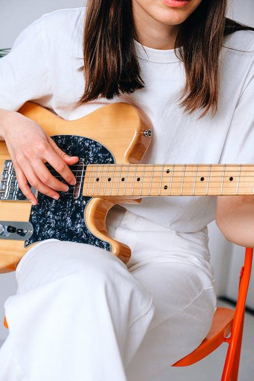 elektro gitar, evde yaşamak, gitar, gitarist içeren Ücretsiz stok fotoğraf