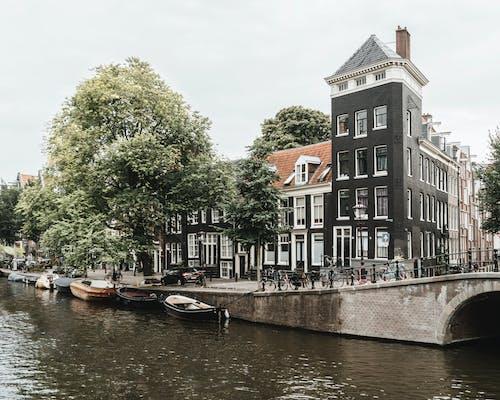 Δωρεάν στοκ φωτογραφιών με αρχιτεκτονική, αστικός, βάρκα, βάρκες
