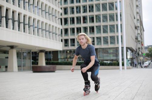 Foto profissional grátis de ação, andar de patins, ao ar livre, arquitetura