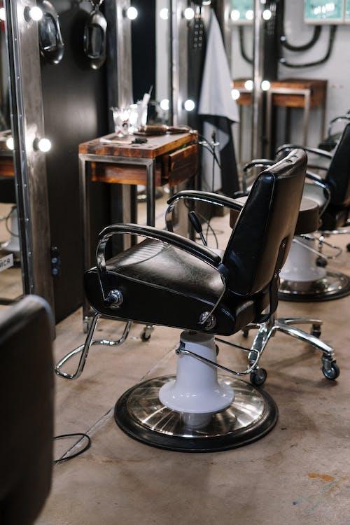 Безкоштовне стокове фото на тему «віддзеркалення, внутрішній, кімната, Крісла»