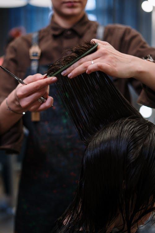 Бесплатное стоковое фото с в помещении, вертикальный, волос