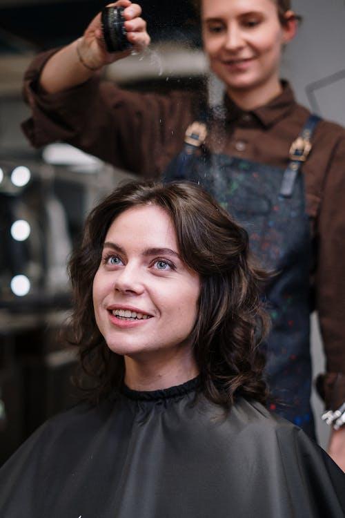 Бесплатное стоковое фото с аксессуар для волос, брюнетка, вертикальный