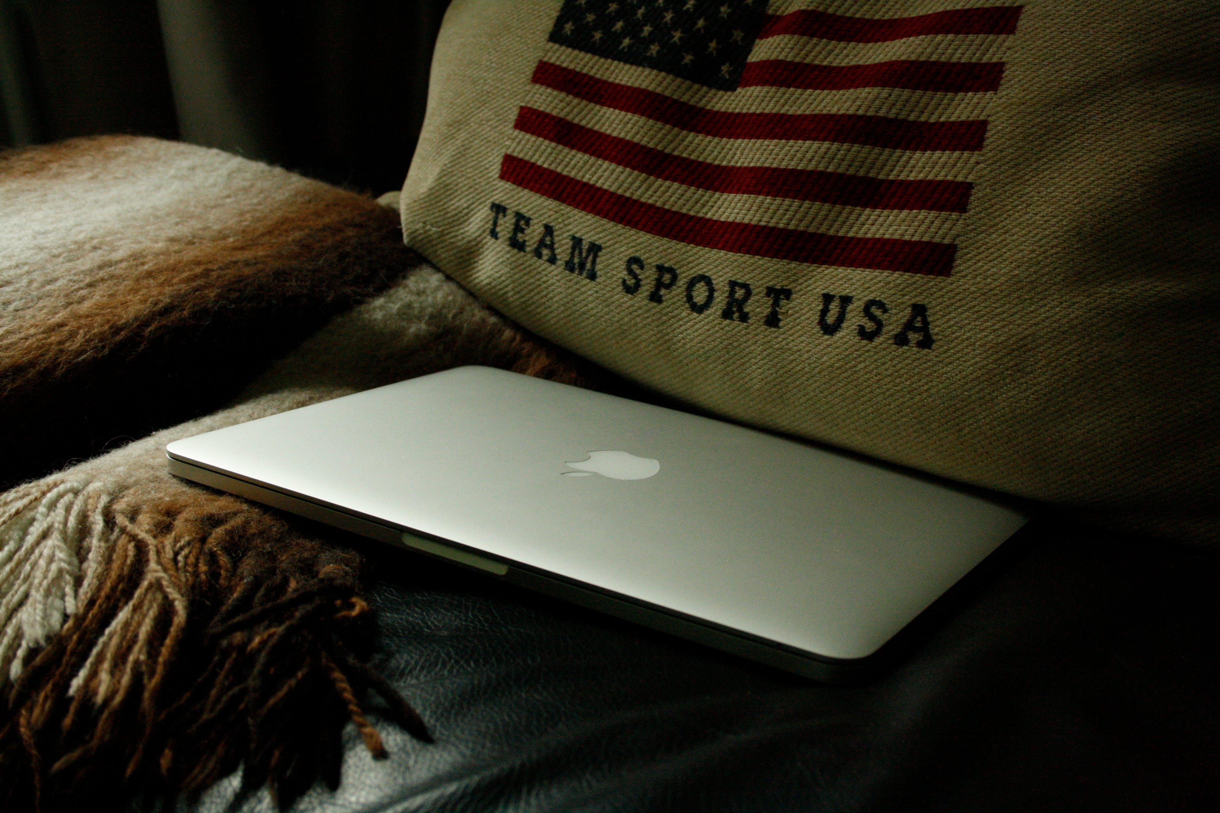 Free stock photo of apple, flag, macbook, macbook pro