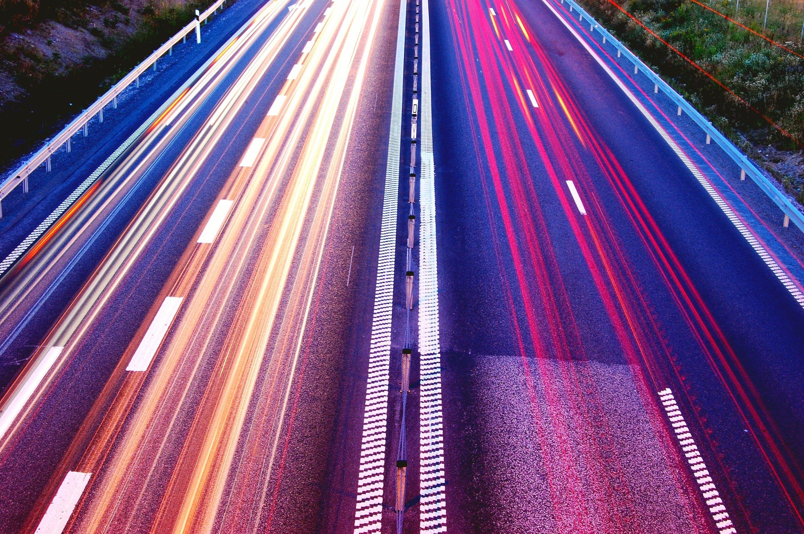 Gratis stockfoto met asfalt, auto's, autoweg, avond
