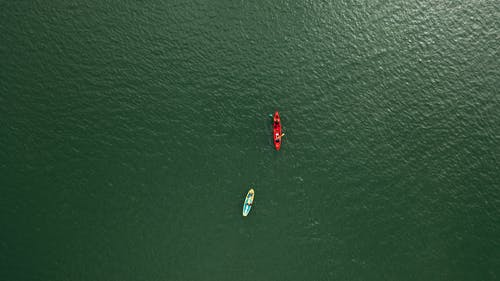 Aerial Shot Of Boats In The Middle Of The Ocean