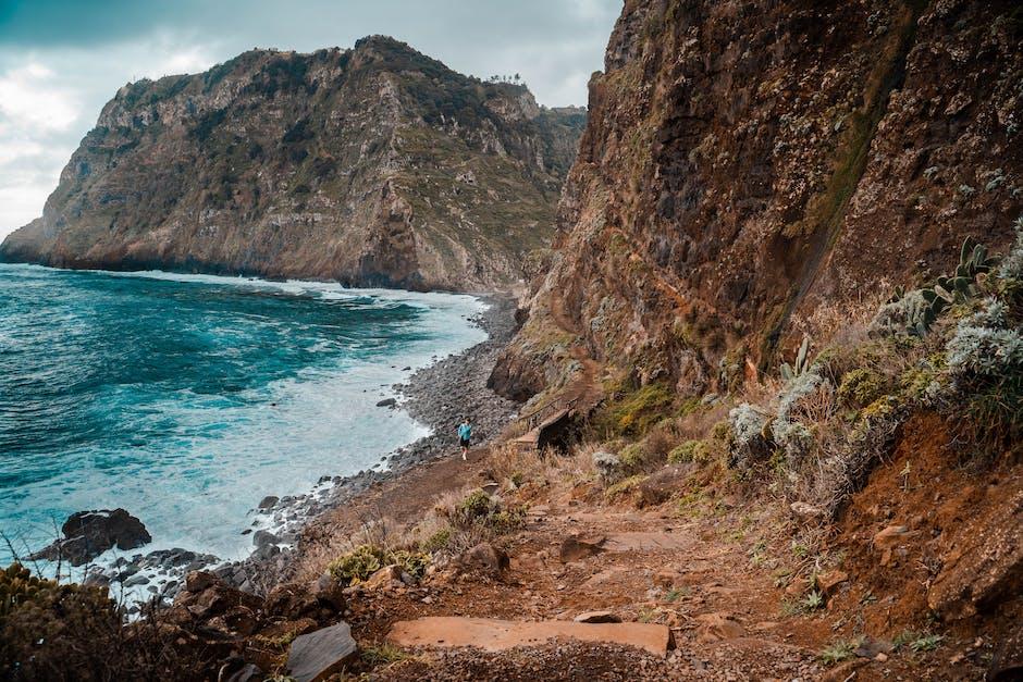 Brown rocky mountain beside blue sea