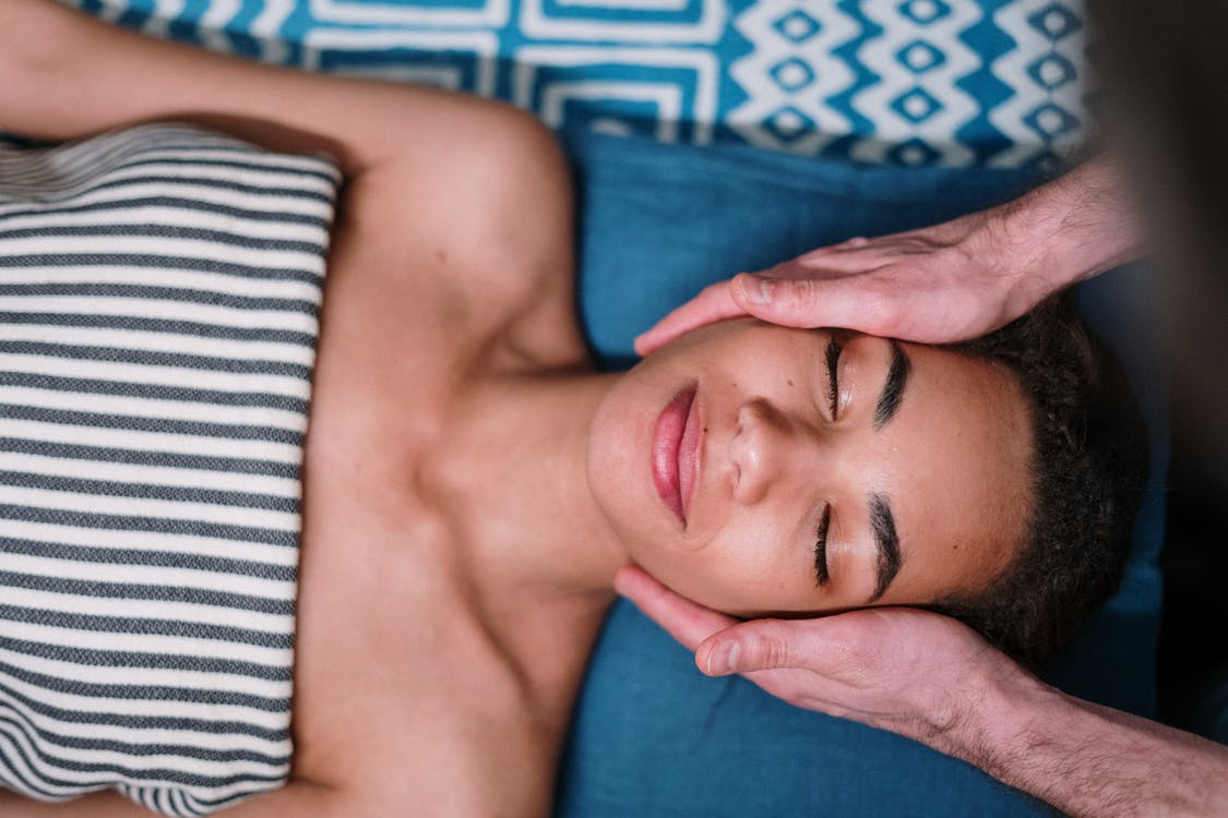 De-stress Your Beau with an Aromatic Diffuser & Massage Oil