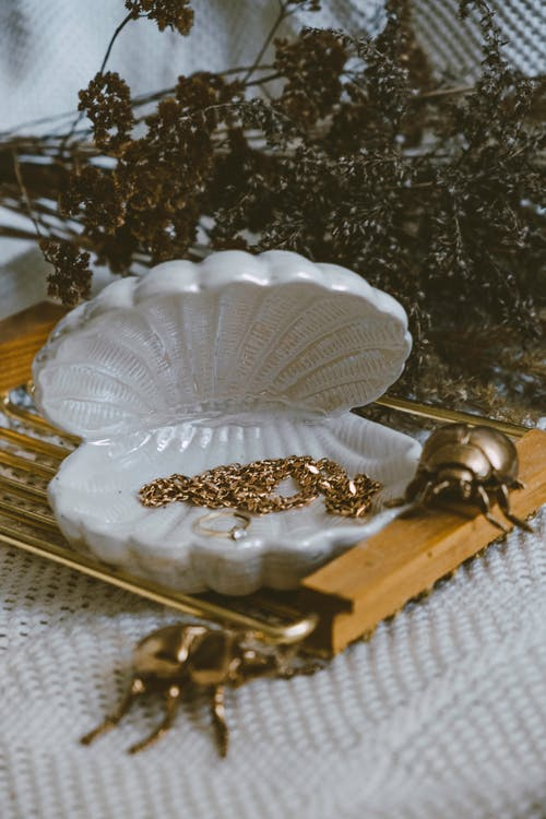 White and Gold Floral Table Decor