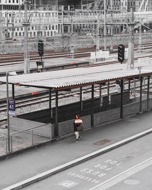 Δωρεάν στοκ φωτογραφιών με άνθρωπος, ατμομηχανή, άτομο, καθημερινές μετακινήσεις