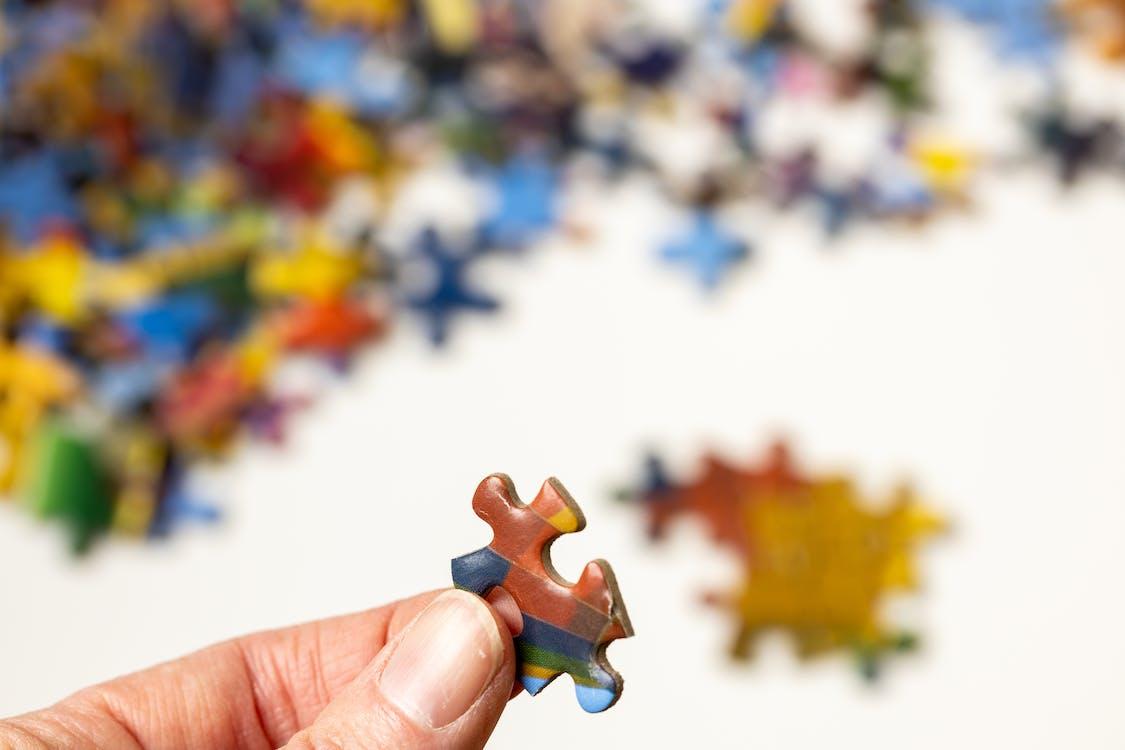 Foto profissional grátis de brincadeiras, colorido, dedo