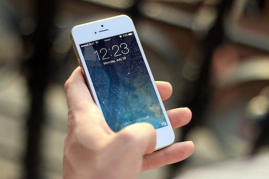 https://images.pexels.com/photos/40011/iphone-smartphone-apps-apple-inc-40011.jpeg?h=350&auto=compress&cs=tinysrgb