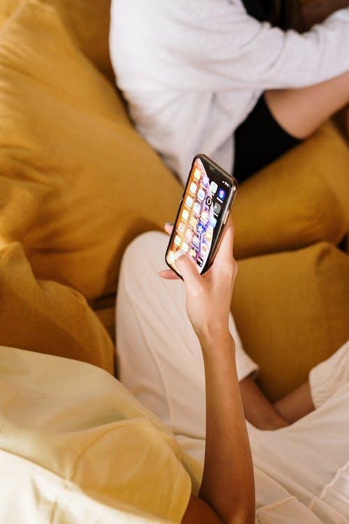 Безкоштовне стокове фото на тему «apple, iPhone, вдома, вертикальний»