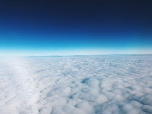 Fotobanka sbezplatnými fotkami na tému krásna obloha, modrá obloha, mraky, nad mraky