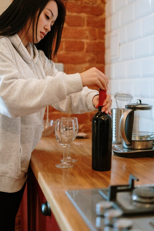 Ingyenes stockfotó ázsiai, ázsiai nő, bor, borospohár témában
