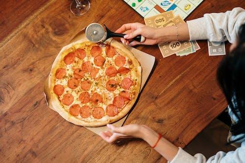 Бесплатное стоковое фото с время пиццы, горизонтальный, девочка, девушка