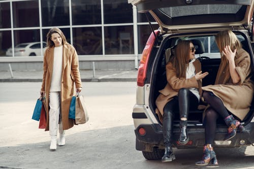 Gratis lagerfoto af bæredygtig, begejstret, bil, butik