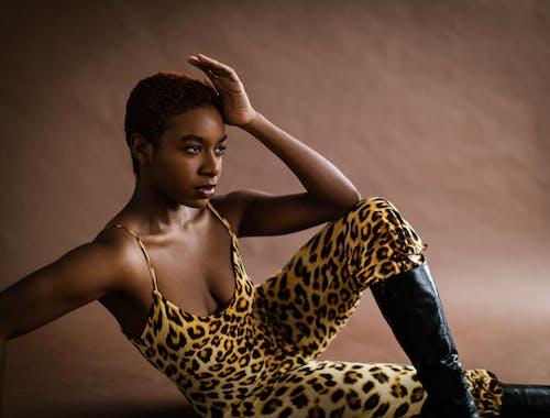 Gratis arkivbilde med afrikansk-amerikansk kvinne, ansiktsuttrykk, antrekk, bruke
