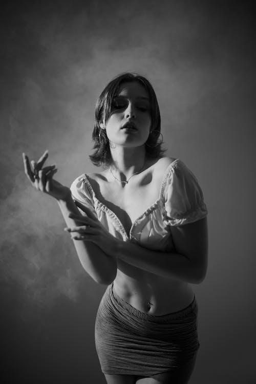 Základová fotografie zdarma na téma černobílá, černobílý, dáma, erotický