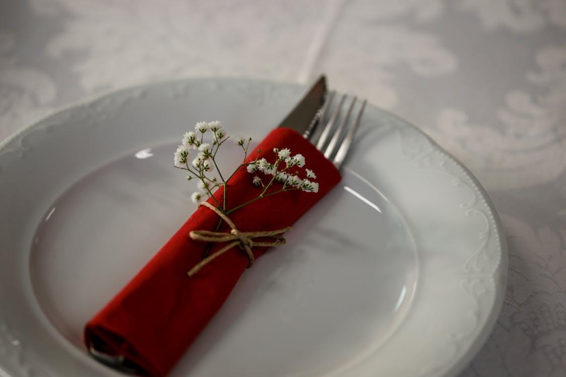 Безкоштовне стокове фото на тему «виделка, ніж, посуд»