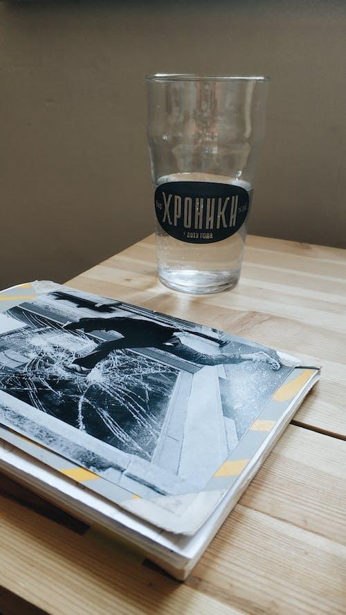 Gratis stockfoto met bedrijf, binnen, drinken, drinkglas