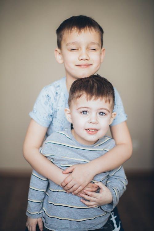 Fotos de stock gratuitas de abrazando, abrazar, abrazo, adorable