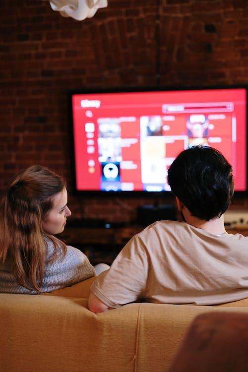 Бесплатное стоковое фото с netflix, smart tv, вертикальный