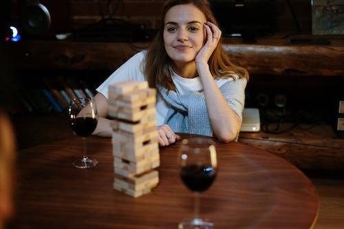 Ingyenes stockfotó asztal, az asztalnál, bor, borospohár témában