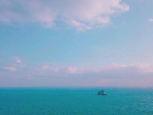 Ilmainen kuvapankkikuva tunnisteilla irand, meri, sininen taivas
