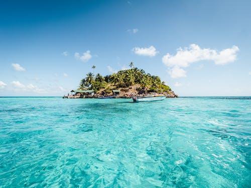 Foto d'estoc gratuïta de aigua, aigua blava, cel blau, costa oceànica