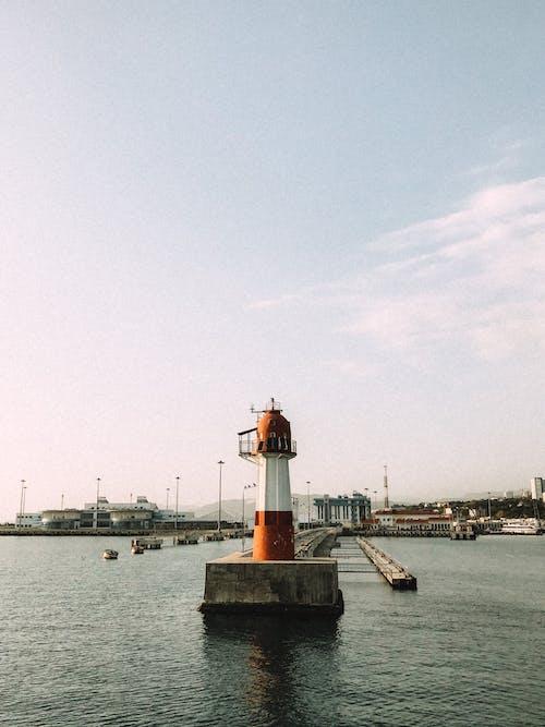 Gratis arkivbilde med arkitektur, bølger, brygge, dagslys