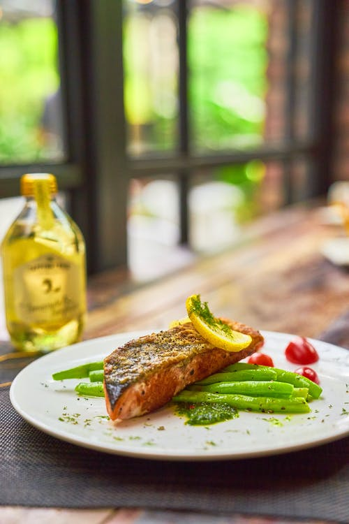Roasted fish steak with green beans and lemon
